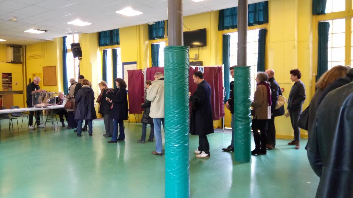 En Francia, la izquierda se moviliza en las primarias de laderecha