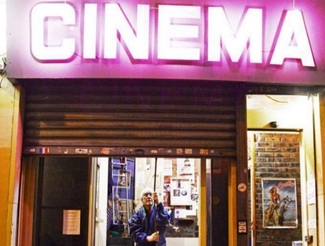 Adiós a la época de 'Emmanuelle': el último cine X de París cierra suspuertas
