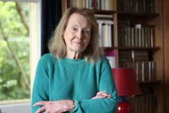 La escritora Annie Ernaux en su casa de Cergy, a las afueras de París. Mayo 2019. (Imagen: María D. Valderrama/EFE)